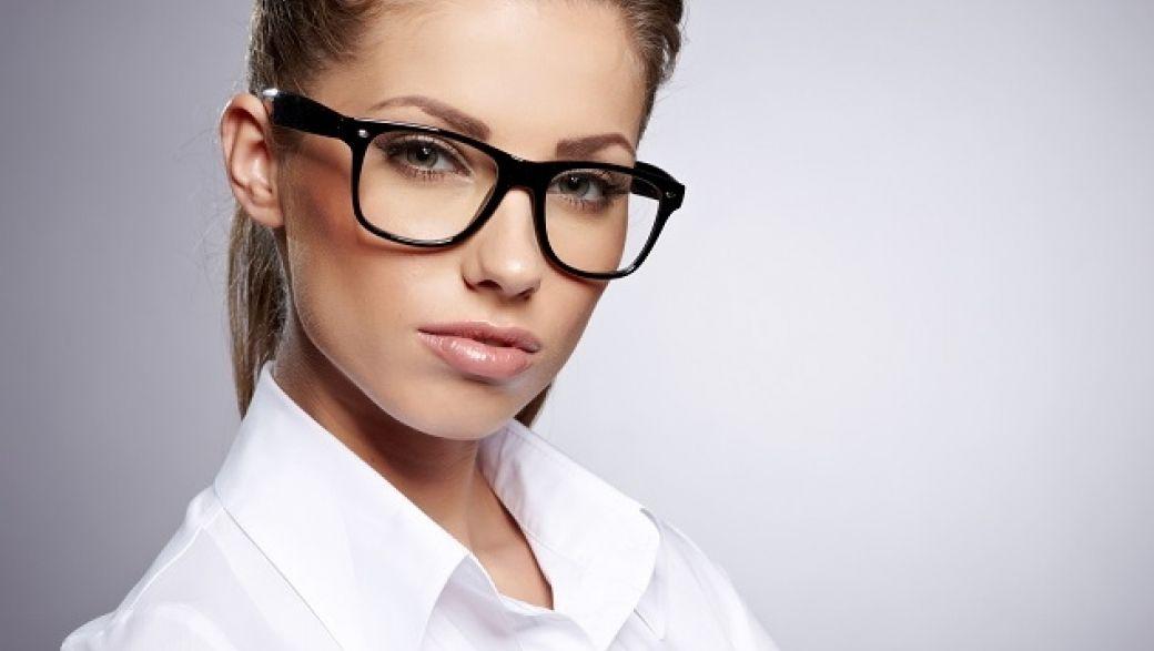 можно девушка в очках строгих это дивный